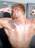 Hot redhead max london pumps some iron and a heavy